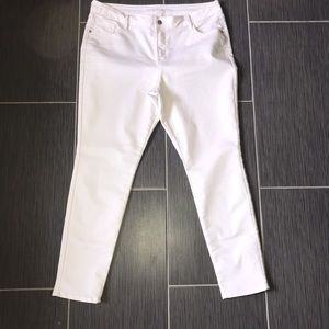 Old Navy Rockstar Mid Rise White skinny jeans